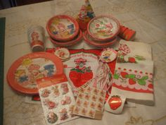 Vintage Strawberry Shortcake Paper Party Goods + additional items & Antique Price Guide Details Page [& The post Vintage Strawberry Shortcake Paper Party Goods + additional items & Antique Price Guide Details Page appeared first on Ladybug. Vintage Strawberry Shortcake Dolls, Strawberry Shortcake Birthday, Almond Tea, Coca Cola, Party Goods, Angel Cake, Rainbow Brite, Holly Hobbie, Cool Pins