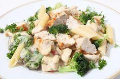 Aprende a preparar pechugas de pollo en salsa de brócoli con esta rica y fácil receta. Para hacer esta receta fácil con pollo y brócoli el primer paso es alistar los...