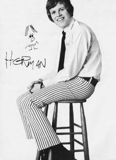 """""""Herman"""" ~ Peter Noone of the Herman's Hermits Peter Noone, Herman's Hermits, Retro Band, Classic Rock Bands, Hollywood Celebrities, Cute Guys, Fangirl, Pin Up, Super Cute"""
