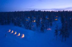 The Igloo Village is located in Finland's Saariselkä fell. From inside the glass igloos you can admire the northern lights(Aurora borealis) and the twinkling of the bright starry sky. Simply lie back in your luxury beds and enjoy the light! Igloo Village, Green Architecture, Arctic Circle, How To Take Photos, Finland, Northern Lights, Tourism, National Parks, Scenery
