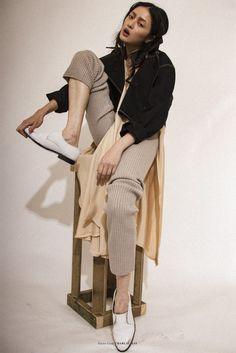 PHOTOGRAPHY: KAYT WEBSTER-BROWN STYLING: NATALIA FARNAUS MAKEUP: MIN SANDHU HAIR: REGINA MEESSEN MODEL: HILDA LEE @ NEXT