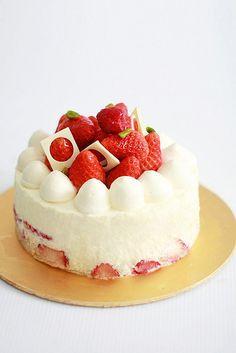 https://flic.kr/p/7zm4Gj   Strawberry Shortcake   vanilla genoise, lychee liqueur & grand marnier soaking syrup, creme chantilly