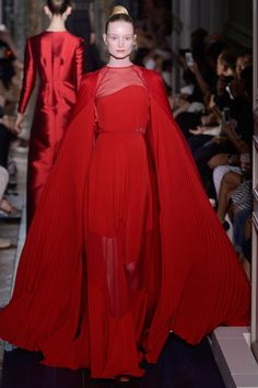 Valentino Fall 2012 Couture - Runway Photos - Fashion Week - Runway, Fashion Shows and Collections - Vogue Red Fashion, Fashion Week, Women's Fashion Dresses, Couture Fashion, Runway Fashion, Fashion Show, Womens Fashion, Classic Fashion, Paris Fashion