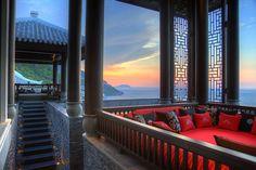 Intercontinental Danang Sun Peninsula Resort: Wieso es alle Maßstäbe übertrifft und was es so besonders macht erfahrt ihr in unserem Blog.  http://www.vietnam-special-tours.de/intercontinental-danang-vietnam/