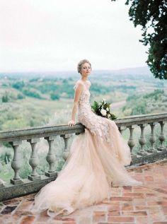 Best Wedding Photography Ideas Poses The Bride Gowns Ideas Italian Wedding Dresses, Designer Wedding Dresses, Bridal Dresses, Wedding Photography Inspiration, Fine Art Wedding Photography, Photography Ideas, Photography Magazine, Fashion Photography, Bride Portrait