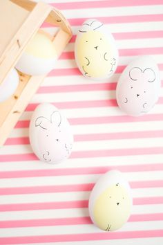 These Easter egg animals are too precious! Perfect way to decorate Easter eggs for little ones this year.