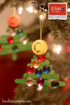 An easy ornament to make with the kids are these craft stick Christmas tree ornaments. Fun to decorate and pretty to see on the Christmas tree!
