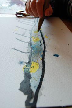 Teken een krokodil met zwarte viltstift en kleur hem in met waterverf. Maak accenten met een gouden stift!