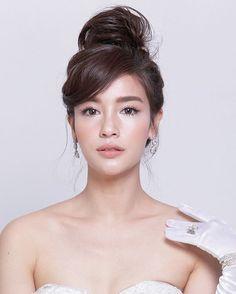 Shooting tvpool magazine✨✨ Make up & hair : - Wedding Makeup Celebrity Asian Wedding Makeup, Bridal Makeup Looks, Asian Makeup, Bride Makeup, Wedding Hair And Makeup, Bridal Beauty, Bridal Hair, Beauty Makeup, Face Makeup