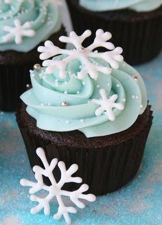 Pretty Christmas cupcakes! Love the subtle blue hue