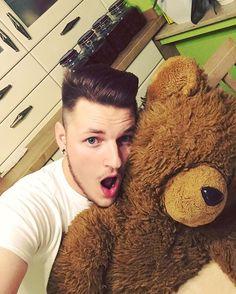 Wenigstens ein Mann der zu mir hält, vermutlich weil er blind ist 🙈. #selfie… Blinde, Teddy Bear, Selfie, Instagram Posts, Animals, Animales, Animaux, Teddy Bears, Animal