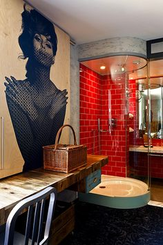 The Shoreditch neighborhood of London is hot — and the stylish Hoxton Hotel has added new 'East London' theme rooms to the hotel's offerings Design Hotel, House Design, London Theme Rooms, Hoxton Hotel London, London Hotels, Bathroom Red, Bathroom Wall, Modern Bathroom, Beautiful Bathrooms