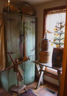 Decor, Primitive Christmas Decorating, Primitive Decorating, Painted Furniture, Primitive Christmas, Cabin Decor, Prim Decor, Primitive Home, Cosy Christmas