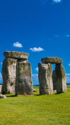 Stonehenge-World-Heritage-United-Kingdom-1136x640.jpg 640×1,136 pixels