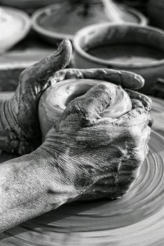 Black and White Photography People: Get Professional Looking Pictures With These Tips – Black and White Photography Hand Photography, Street Photography, Portrait Photography, Black White Photos, Black And White Photography, Image Deco, Working Hands, Art Sculpture, Belle Photo