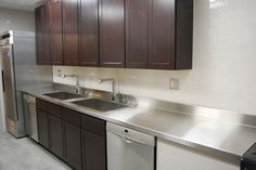 You should consider stainless steel kitchen countertops. Stainless steel kitchen countertops gives a modern elegant look to your kitchen. Metal Countertops, Refinish Countertops, Stainless Steel Counters, Laminate Countertops, Kitchen Countertops, Kitchen Cabinets, Stainless Kitchen, Home Design, Design Ideas