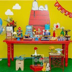 Adorei essa festa Snoopy, clean e fofa, por @dfdesigneventos! #kikidsparty Girls Birthday Party Themes, Little Girl Birthday, Boy Birthday, Birthday Ideas, Charlie Brown Y Snoopy, Charlie Brown Christmas, Snoopy Birthday, Snoopy Party, Ideas Para Organizar
