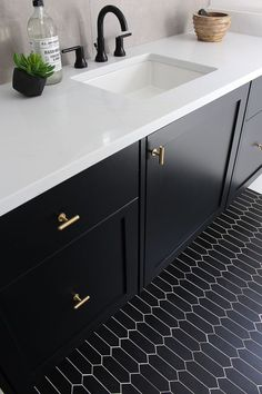 Bathroom design with the concrete trend - Marble Cottage Style Bathrooms, Chic Bathrooms, Bathroom Trends, Modern Bathroom, Small Bathroom, Master Bathroom, Marble Bathrooms, Bathroom Pink, Condo Bathroom