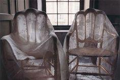 Cadeiras cobertas com reda