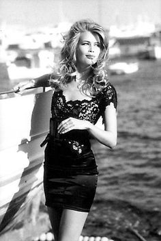 <3 Claudia Schiffer -- easily one of my all time style icons