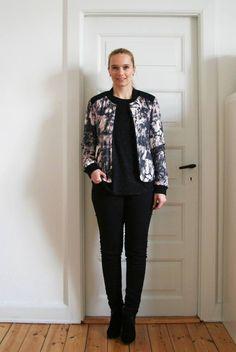 Smukke Mette fra bloggen stylestories i hendes første outfit fra SS15 kollektion.  Fia jacket til 790 kr  Fe top til 490 kr forslag til outfit. Concorde jeans til 450 kr forslag til outfit. http://stylestories.dk/2015/02/outfit-det-foerste-fra-den-nye-black-swan-kollektion/