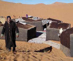 Berberi Çölü: Kamplarımızı kurduk, kulakları sağır edici bir sessizlik, göz alabildiğince sürüp giden kum tepecikleri, gökyüzünün mavisi ile kumun kızıllığı