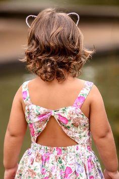 Pheminices: Novembro 2015 Girls Frock Design, Kids Frocks Design, Baby Frocks Designs, Baby Girl Dress Patterns, Baby Clothes Patterns, Cute Girl Dresses, Little Girl Dresses, Toddler Dress, Baby Dress