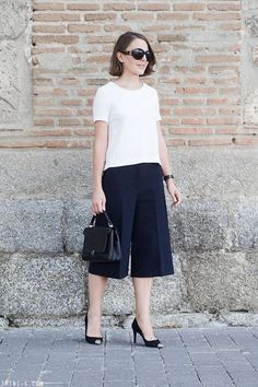 Discover this look wearing Black Anya Hindmarch Bags, Black The Row Sunglasses - Culottes by toutlamode styled for Classic, Everyday in the Summer Moda Professor, Simple Outfits, Casual Outfits, Culottes Outfit, Black White Fashion, Office Looks, Work Looks, Fashion 101, Office Outfits