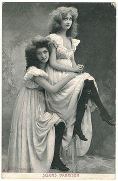 """Vintage postcard/promotional card, """"The Barrison Sisters"""" Photos Vintage, Victorian Photos, Look Vintage, Antique Photos, Vintage Photographs, Vintage Beauty, Vintage Ladies, Vintage Portrait, Belle Epoque"""