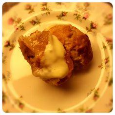 Scone mit Orangenmarmelade und Clotted Cream