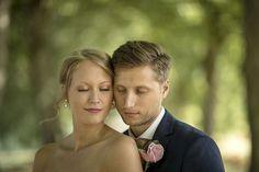 """fd85b7f569e9 Jonas Åkesson on Instagram: """"Linn och Robin 2018. Vi tog bilderna i denna  underbara allé i Malmslätt. #bröllop #wedding #bröllopsklänning  #bröllopsinspo ..."""
