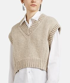 Maison Margiela V-Neck Crop Vest Vest Outfits, Casual Fall Outfits, Cute Outfits, Fashion 2020, Look Fashion, Fashion Outfits, Womens Fashion, Knitwear Fashion, Crochet Fashion