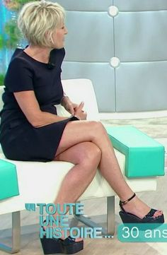 Sophie Davant Les jambes, pieds et talons hauts vus à la