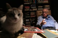 Carlos Monsiváis and his kitty doing the writer thing.