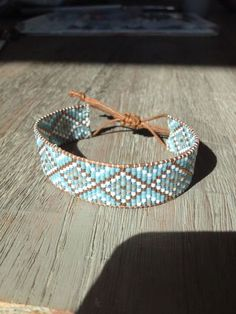 I wanted to show you how to make a bracelet with natural stone and leather thread with video. Loom Bracelet Patterns, Bead Loom Bracelets, Bead Loom Patterns, Friendship Bracelet Patterns, Bead Embroidery Jewelry, Beaded Jewelry Patterns, Seed Bead Jewelry, Bead Jewellery, Armband Tutorial
