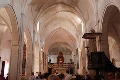 inside of a church in bonnifacio sklepienia kościołów to moja specjalność!- powyżej: krzyżowo-żebrowe :D sorry for my english, i'm from poland.