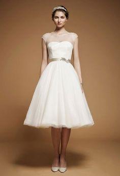 Schöne kurze Hochzeitskleider: Goldener Taillengürtel