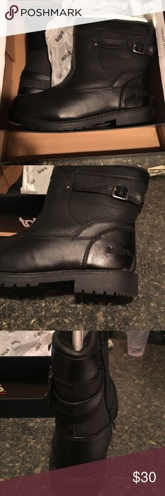 Men's waterproof black boots Men's waterproof col weather black boots by totes. Brand new just tried on once in house. Size 10 med original box totes Shoes Boots