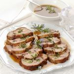 Classic meat main course, veal roast is easy to .- Classic second course of meat, veal roast is easy to make respecting rules and recipes. Learn to cook it in the oven or in a pot (even pressure). Pork Recipes, Cooking Recipes, Food Therapy, Main Menu, Learn To Cook, Salmon Burgers, Food Pictures, Italian Recipes, Roast