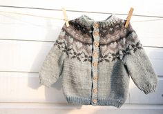 Grow-along cardigan - free knitting pattern - Pickles