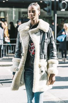 See all the stylish ways to wear shearling that will have you swooning for the cozy jacket style all winter long. #wearingclothesthatflatteryou