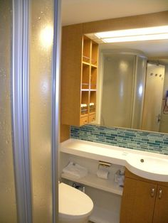 Oasis of the Seas - Bathroom