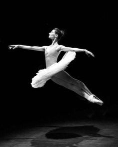 Perfection in black and white. Ballet Art, Ballet Dancers, Shall We Dance, Just Dance, Dance Photos, Dance Pictures, Fred Astaire, Dance Photography Poses, Ballet Images