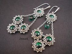 Beaded swarovski earrings, I love the silver and emerald combination. Seed Bead Jewelry, Seed Bead Earrings, Beaded Jewelry, Handmade Jewelry, Beaded Bracelets, Jewellery, Gold Earrings, Beaded Earrings Patterns, Jewelry Patterns