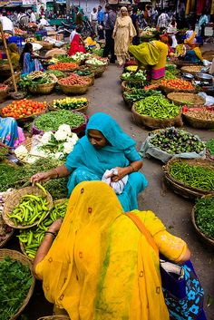 I love the colors of India and the women are just beautiful. Majority of the markets in India mainly sell vegetables or fruits We Are The World, People Of The World, Wonders Of The World, Places Around The World, Around The Worlds, Taj Mahal, Amazing India, Goa India, Bhutan