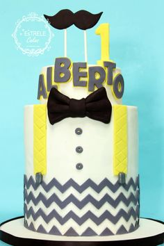 The request was a little man cake in yellow and grey to match the zig zag napkins etc that were to be used….I have to say i LOVE how this came out and how clean it seams :)) hope you all like it!