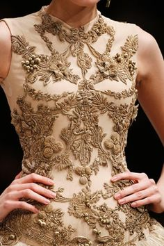Alexander McQueen ♥  /bordado / detail / lovely / dress detail / couture / design / designer / dream dress
