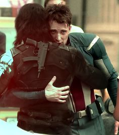Chris Evans and Sebastian Stan on set. <<Are we sure it's not Steve and Bucky on set, hugging?<< but that is captain's avenger's costume and winter soldier didn't show up till cap so how is this pic even possible The Avengers, Stucky, Dc Movies, Marvel Movies, Steve Rogers, Sebastian Stan, Winter Soldier, Marvel Universe, Capitan America Chris Evans