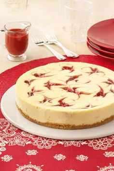 Strawberry Cheesecake Swirl - Strawberry Cheesecake Swirl Recipe from Taste of Home - Taste Of Home, Strudel, Strawberry Swirl Cheesecake, Delicious Desserts, Dessert Recipes, Cheesecake Desserts, Savoury Cake, Clean Eating Snacks, Queso