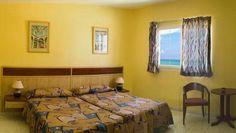 Proporcionar la combinación perfecta para las vacaciones es parte del privilegio que ofrecen los chalets de Villa Los Pinos. A solo 20 minutos del centro de la ciudad de la Habana, Villa Los Pinos le oferta 26 atractivas residencias de 2, 3 y 4 habitaciones. #habana #cuba #hotel